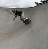 skateboarder carving the bowl